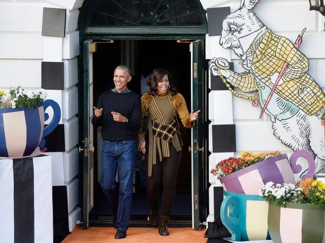 Zu sehen sind Michelle und Barack Obama.