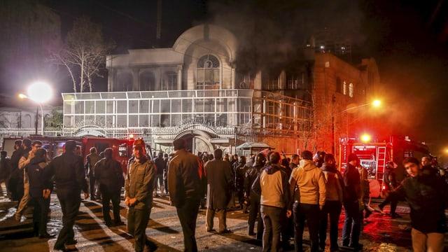 L'ambassada saudita a Teheran brischa, davanttiers demonstrants iranais.