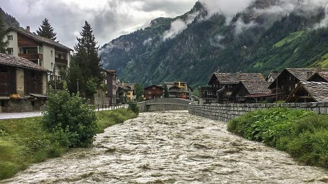 Il Rain da Val a Val durant la derschentada da la svidera da fund.