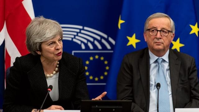 Theresa May e Jean-Claude Juncker.