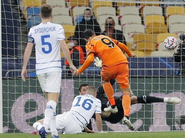 Alvaro Morata trifft gegen Dynamo Kiew.