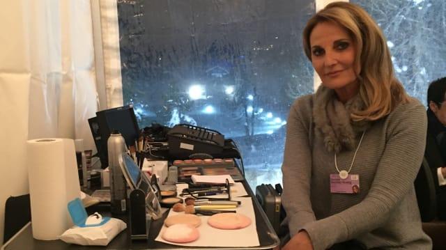 Renata Quinter cun ses products da cosmetica.