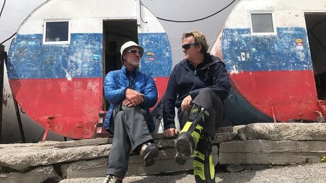 Christof Franzen im Gespräch mit einem russischen Bergführer