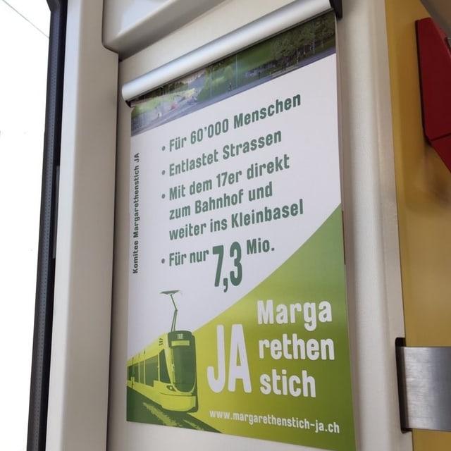 Ein Plakat im Tram