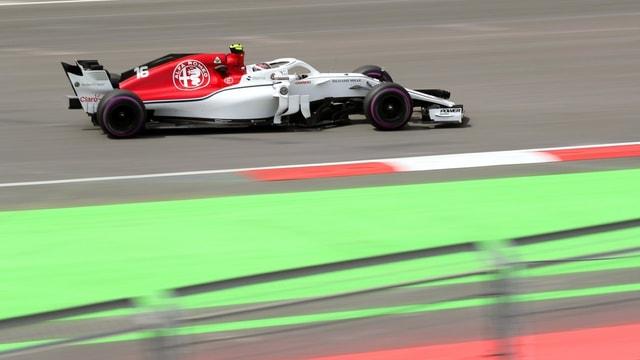 Purtret da l'auto da Leclerc.