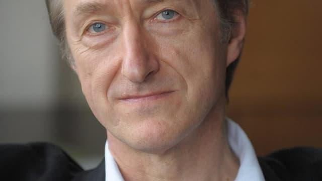 Porträt des britischen Schriftstellers Julian Barnes