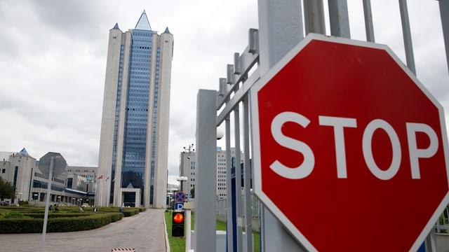 bajetg aut, sedia principala da Gazprom, dretg ina tavla da Stop