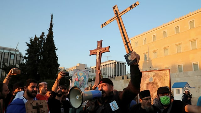 Demonstrierende vor dem Parlament in Athen.