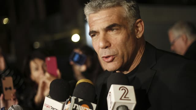 Jair Lapid gibt Interviews.