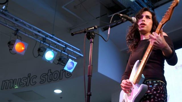 Amy Winehouse früher Auftritt.