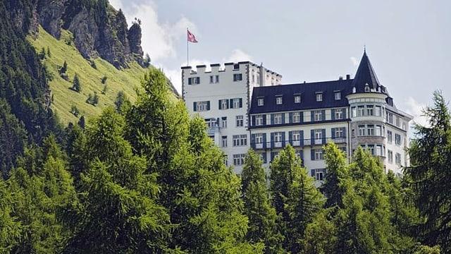 Blicka uf das Hotel Waldhaus in Sils-Maria.