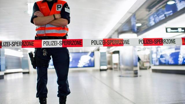 Polizist in Sperrzone