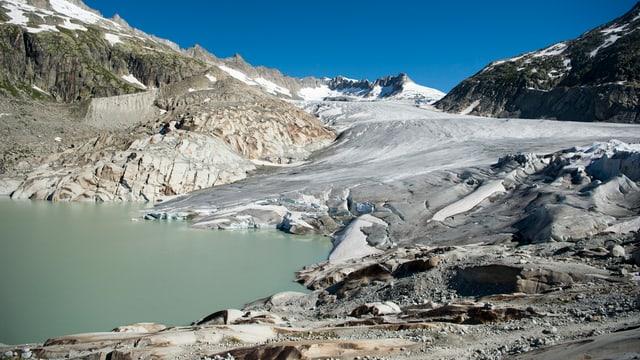 An der Zunge des Rhonegletschers oberhalb von Gletsch am Furkapass ist ein neuer See entstanden.