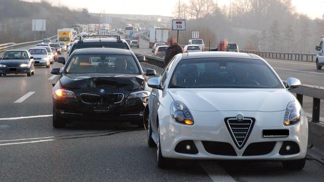 Unfallautos und Stau