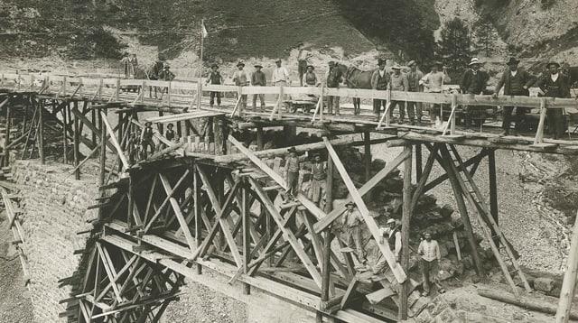 Construcziun  dal viaduct tranter Ardez e Ftan.