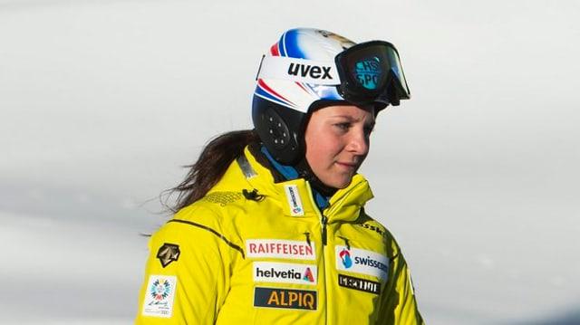 Jasmina Suter bei einer Streckenbesichtigung.