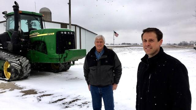 Grant Kimberley bewirtschaftet die Farm in der sechsten Generation. Hinter ihm steht Vater Rick.