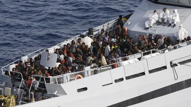 Schiff mit Flüchtlingen.