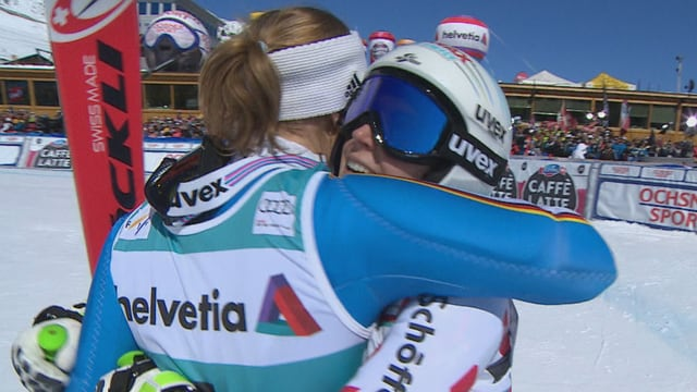 Brem und Rebensburg umarmen sich.