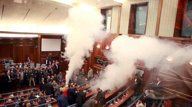 Avant gnanc 10 dis avevi gia dà in sumegliant incident en il parlament cosovar.