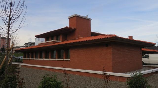 Haus aus roten Backsteinen.