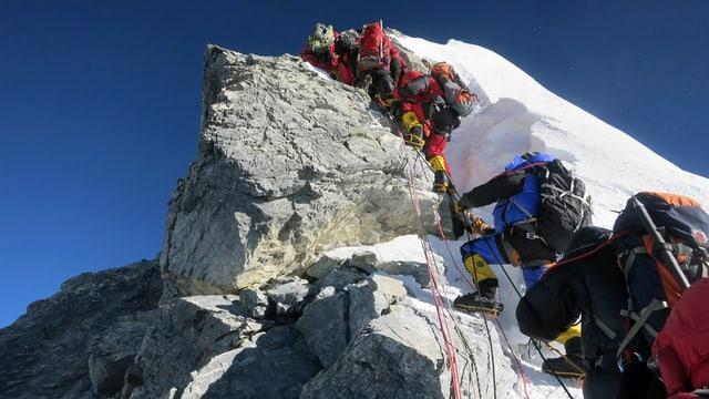 Bergsteiger kurz vor der Spitze des Mount Everest