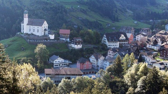 Blick auf die Urner Gemeinde Wassen.