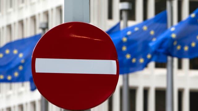 Stoppschild vor dem EU-Hauptsitz.