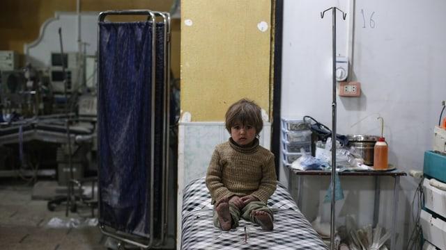 In uffant cun blessuras en in ospital en Siria.