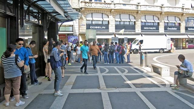 Touristen beim Schwanenplatz.