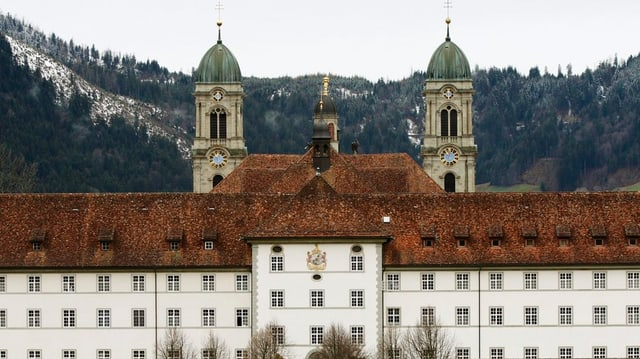 Die Mauern des Klosters Einsiedeln.