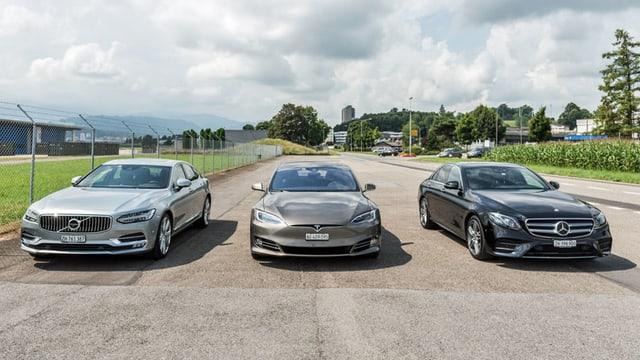 3 autos auf teststrecke