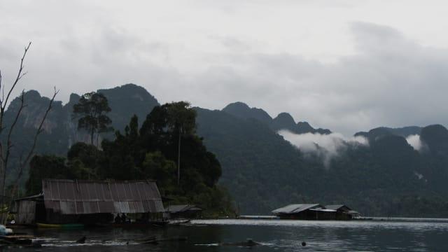 Schwimmendes Fischerdorf im Nationalpark Khao Sok