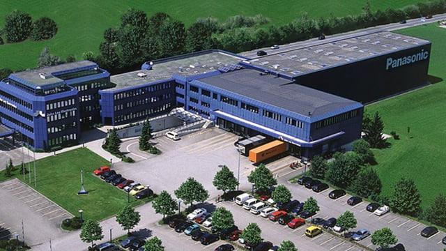 Das blaue markante John Lay Gebäude aus der Vogelperspektive
