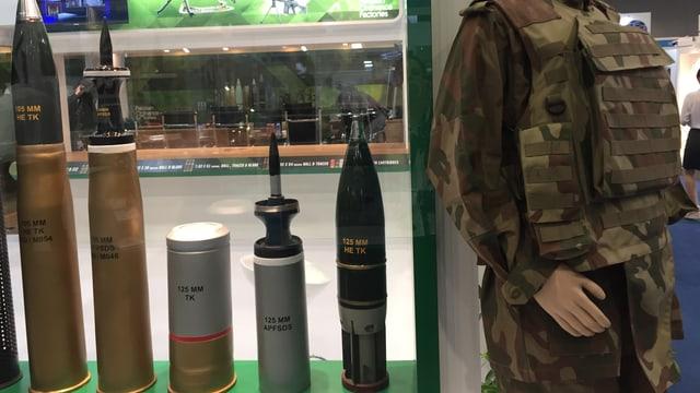 Waffenmesse in Kuala Lumpur: Geschosse in jeglicher Stärke im Angebot.