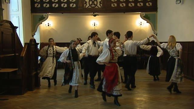 Ils Saxons da Transilvania durant sautar in saut tradiziunal