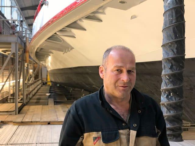 Herbert Rispy, Leiter Betrieb und Werft der URh, leitet den Umbau.