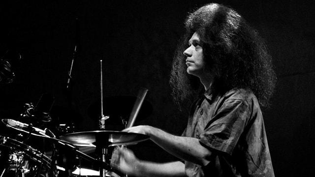 Aufnahme von Seb Rochford am Schlagzeug.
