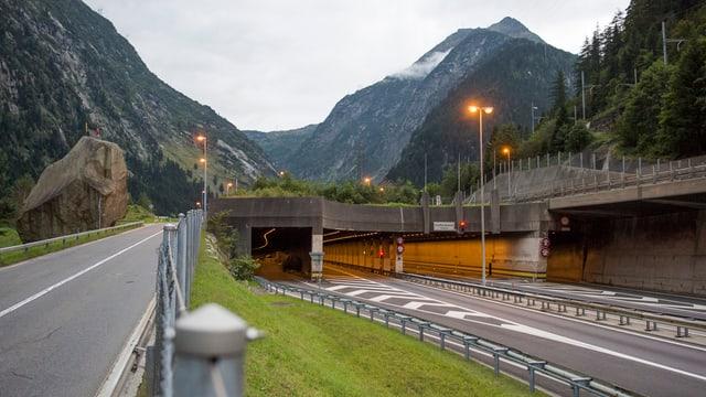 Il tunnel dal Gottard existent.