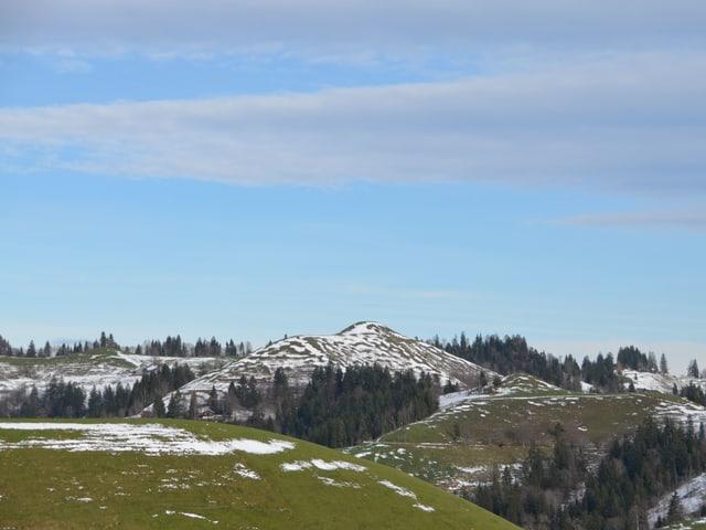 Wiesen werden wieder grün, der Schnee verschwindet.