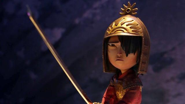 Kubo-Puppe mit einem Schwert in der Hand