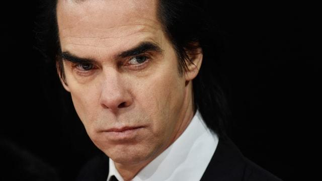 Ein Porträt von Nick Cave.