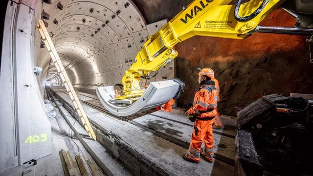 Elements da betun per sanar tunnels da la Viafier retica.