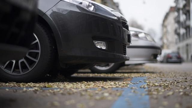 Auto in blauer Parkzone.