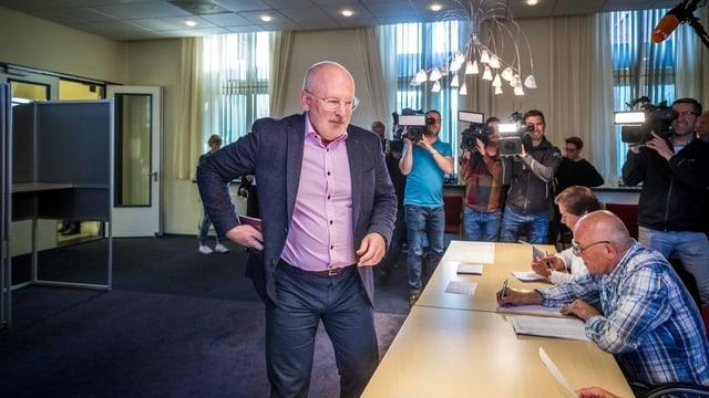Frans Timmermanns, il topcandidat dals Socialdemocrats en ils Pajais Bass che dat giu la vusch.