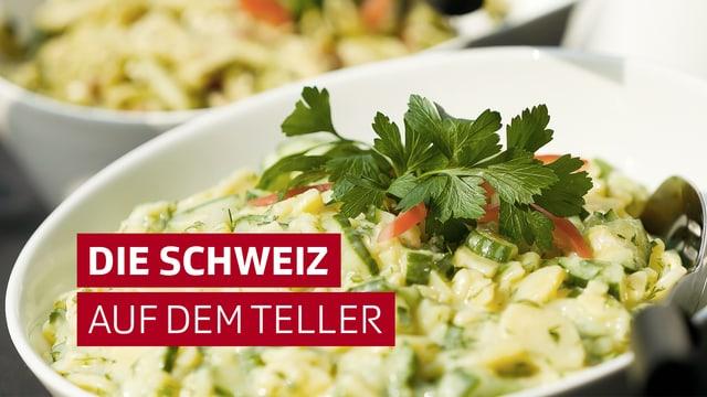 """Salat mit Schriftzug """"Die Schweiz auf dem Teller"""""""