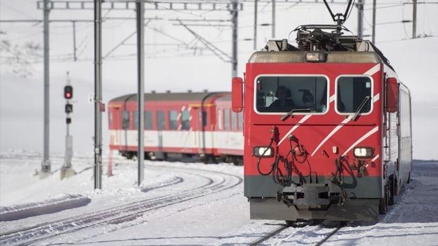 En Surselva duai la carta da skis cumpigliar tren e bus – quai vul l'Uniun pendicularas Surselva