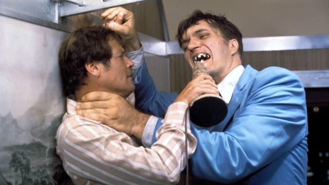 Roger Moore und Richard Kiel