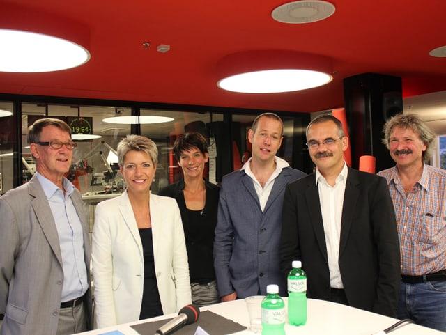 (v.l.) Walter Grete, Karin Keller-Sutter, Moderatorin Simone Hulliger, Moderator Christian von Burg, Jean-François Steiert und Michael Nüscheler.