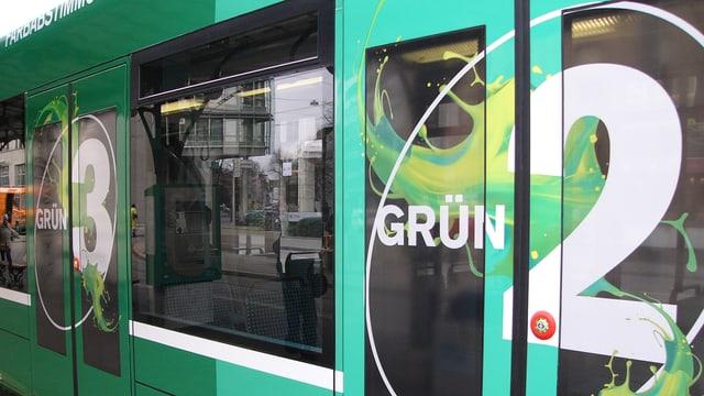 BVB-Trämmli mit vier verschiedenen Grün